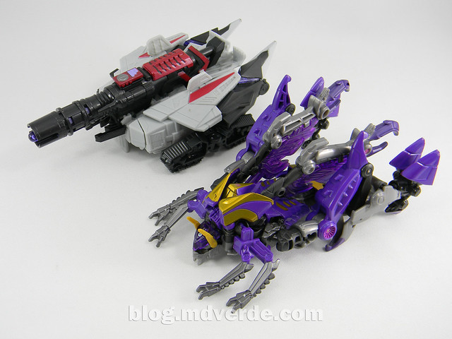 Transformers Kickback Deluxe - Generations Fall of Cybertron - modo alterno vs Megatron