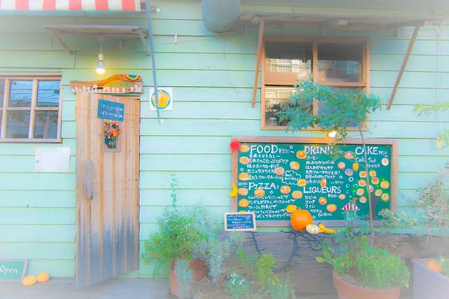 秋の午後のカフェ