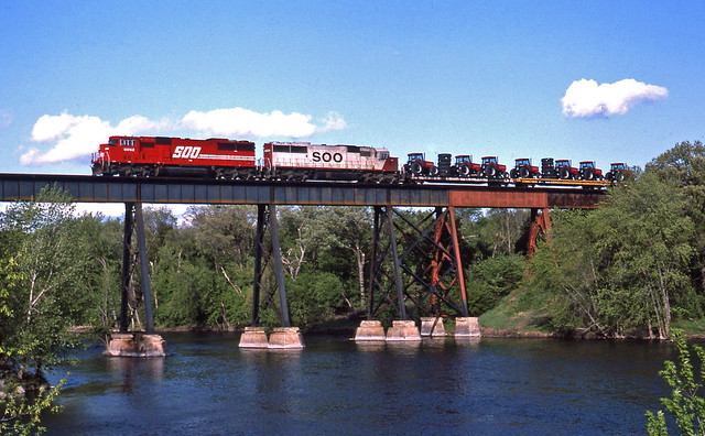SOO westbound No. 561, Rockford, MN May 12, 1992
