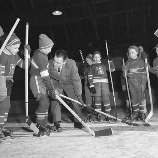 Future hockey stars are instructed in the proper method of body checking in Arnprior, Ontario, January 1956 / De futures vedettes du hockey apprennent l'art de la mise en échec à Arnprior (Ontario), en janvier 1956