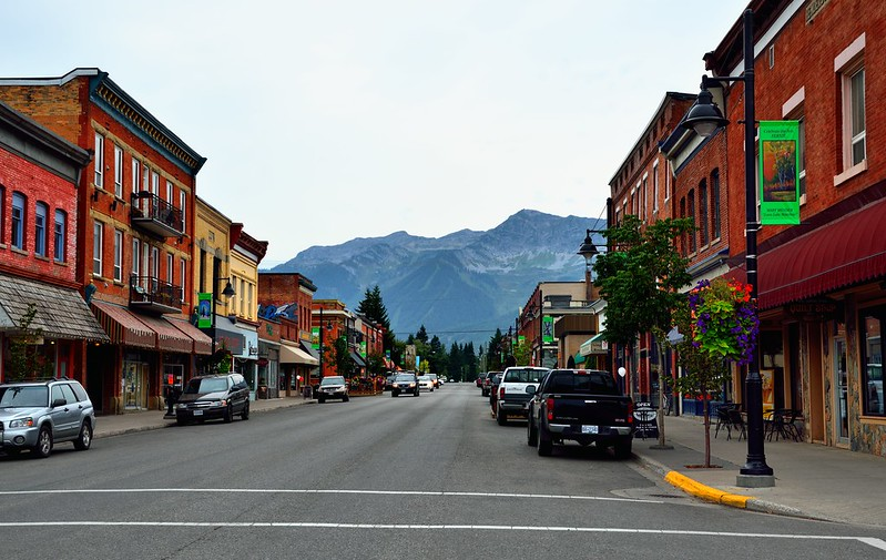 A Mountain at the End of a Street | 20 Reasons Why British Columbia is the Best Place on Earth | packmeto.com