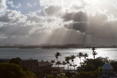light sunset sky sun sol clouds canon palms day view cloudy oldsanjuan puertorico bluesky sanjuan nubes 7d vista pr caribbean rays viejosanjuan horizonte crepuscular osj