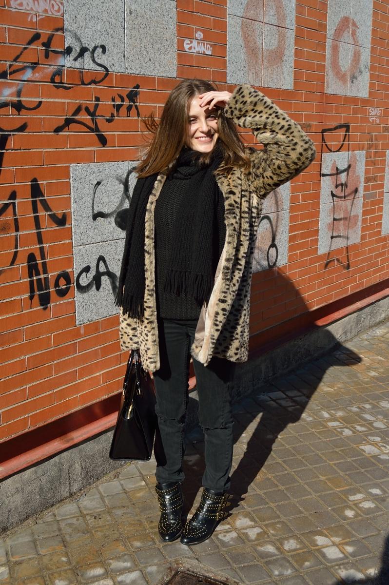 lara-vazquez-madlula-blog-fashion-black-look-faux-fur-leopard