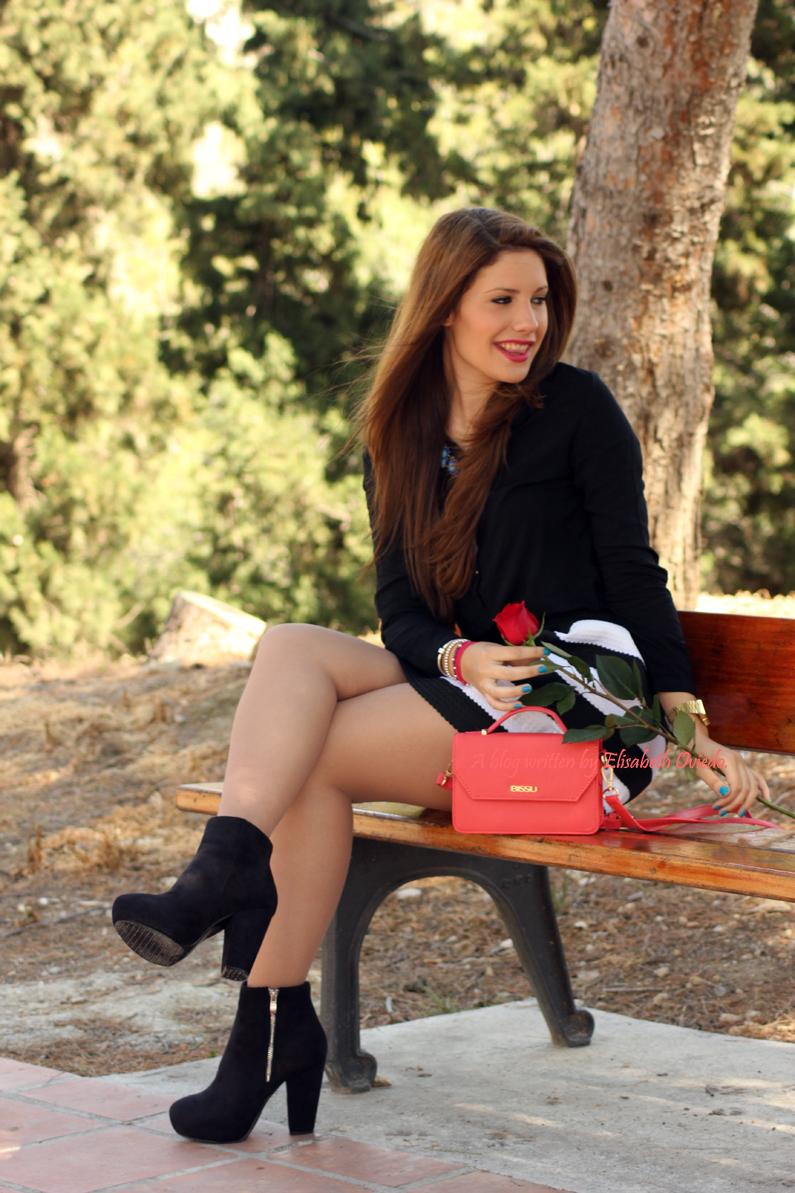 Bolso-Bissú-HEELSANDROSES-falda-de-vuelo-blanca-y-negra-(2)