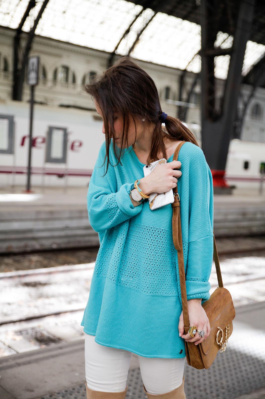 08_como_combinar_la_ropa_verde_turquesa_ideas_look_street_style_theguestgirl_ruga_boots_fringes_barcelona_influencer_top_blogger