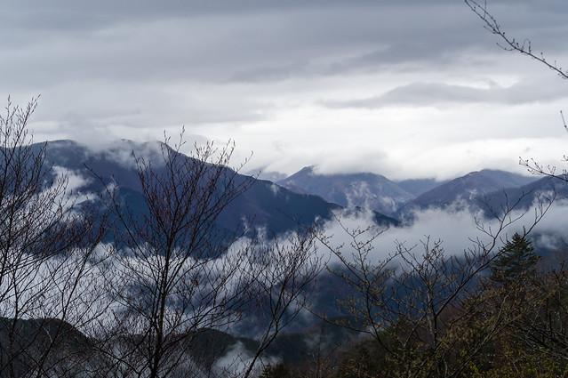 水墨画の様な奥多摩の山々@大塚山付近