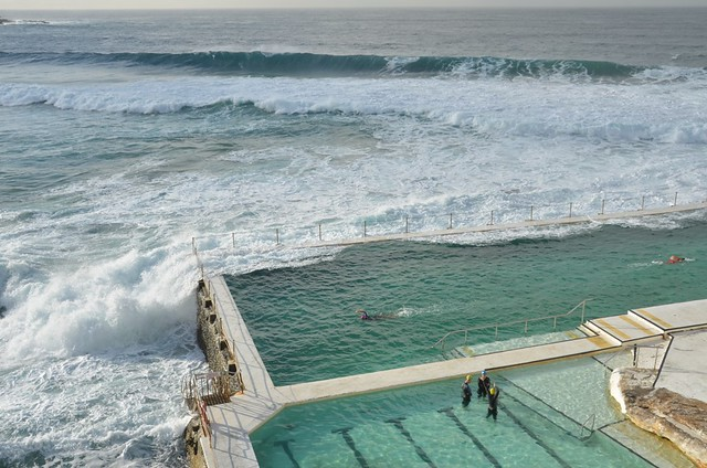 Bondi beach la piscine l 39 eau de mer 4 flickr photo - Construire piscine eau de mer ...