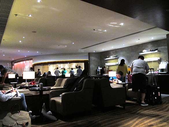 香港国際空港にあるラウンジ 「PLAZA PREMIUM LOUNGE」