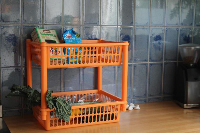 Retro keukenrekje oranje op aanrecht