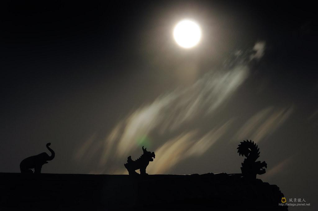 舉頭望明月