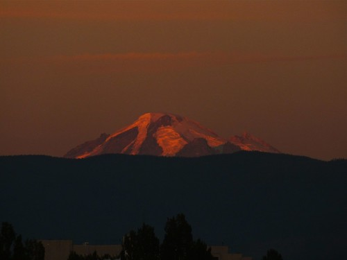 sunset mountain sunrise bellingham mtbaker bellinghamwa worldtrekker
