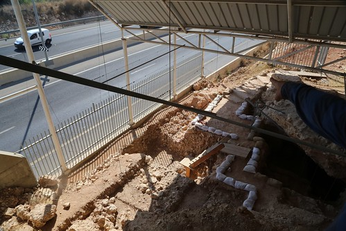 Qesem excavation from above with car