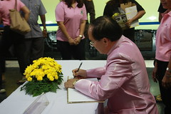 Deputy Governer of SRT signing the well wishing book for the king