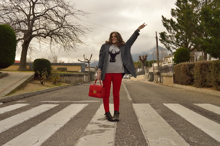 lara-vazquez-madlula-style-blog-fashion-red-biker-trousers-happy-december-winter