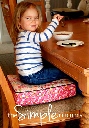 luv-chicken booster seats :: easy to clean. easy to carry. fun for kids. :: review + coupon