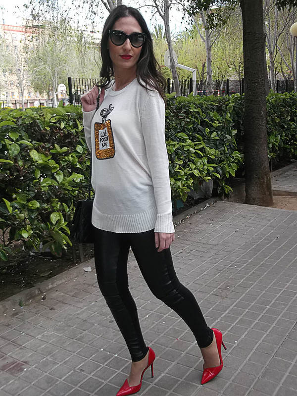 Leggings, cargo, polipiel negros, stilettos rojos, jersey, black cargo leggings, faux leather, red stilettos, jersey, Love Potion Nº 9, zara, she inside, prada, Bershka