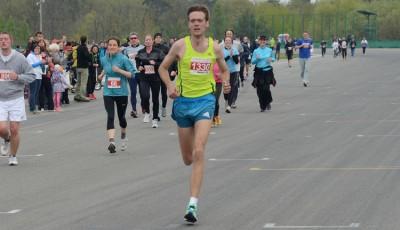 Na Masarykově okruhu zvítězili zahraniční běžci. Ukrajinec Babaryka a Polka Wisniewska