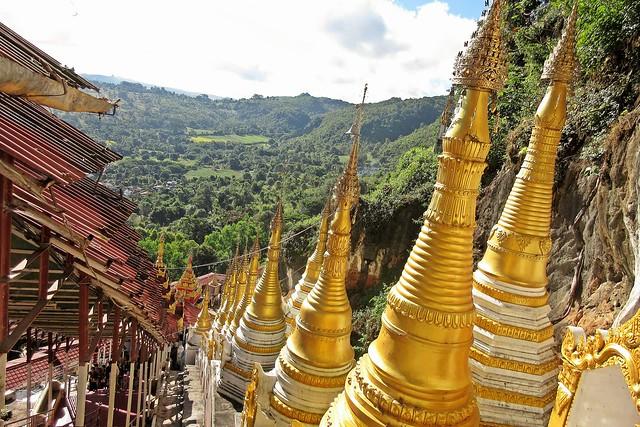 Stupas below Shwe Oo, Canon IXUS 275 HS
