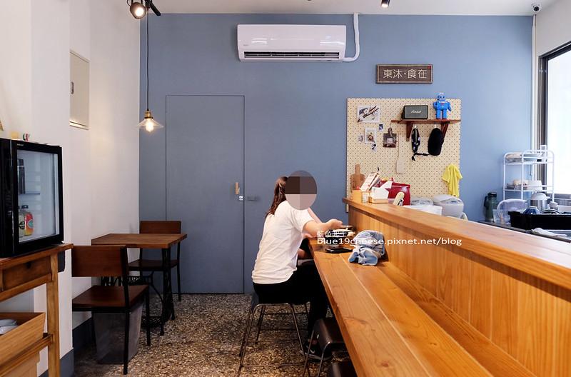 34018809431 11e6f6c6f2 c - 東沐食在-餛飩麵食.簡單美味.紅油炒手拌麵鴨肉飯.裝潢木質簡約舒適.吃麵也可以很文青.上班族學生用餐選擇.還有喝的到S&J Coffee Bar東沐站的咖啡喔~