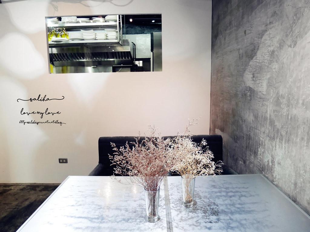 台中精誠二街超美玻璃屋偷偷 Toutou Cuisine下午茶咖啡館推薦 (2)