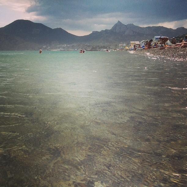 А море сегодня было чудесным - чистым и слегка волнистым, не слишком холодным, но и не теплым, и облака, и ....