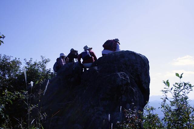 てんぐ岩の上から周囲を展望.