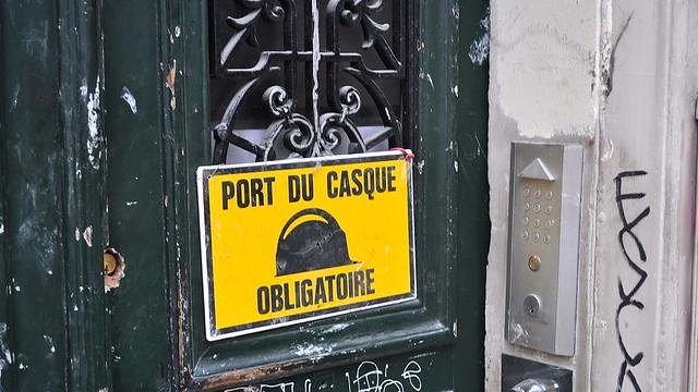port du casque obligatoire montmartre flickr photo sharing. Black Bedroom Furniture Sets. Home Design Ideas