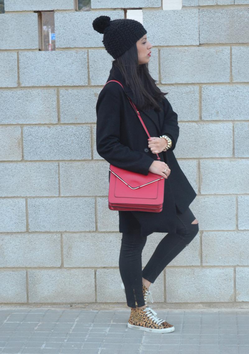 florencia blog total black look red boz bag print sneakers (11)