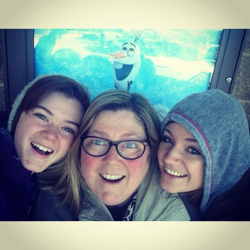 Finally saw Frozen. #cute #olaf #photobomb