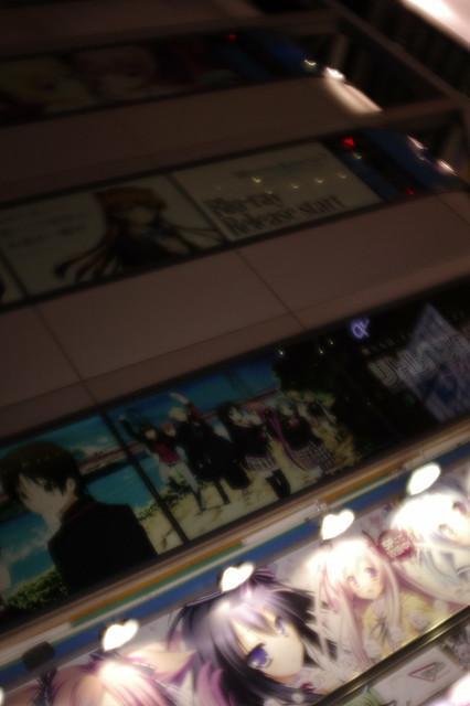 アキバ☆ソフマップ 1号店 住友不動産秋葉原ビル側 エロゲ広告 世界と世界の真ん中で