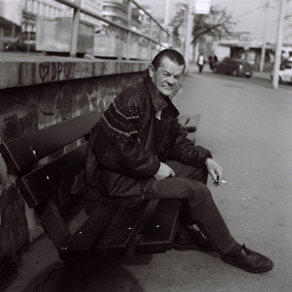 Flexaret 3a - Man Posing on the Bench