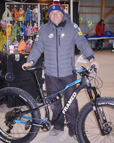Found Erik from Framed Bikes and he showed us their brand new carbon Montana fat-bike at the FBB expo.
