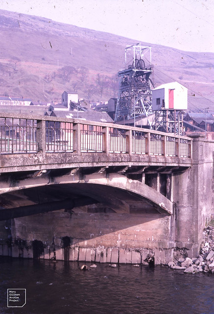 Pithead and road over Taff at Aberfan  31/3/71