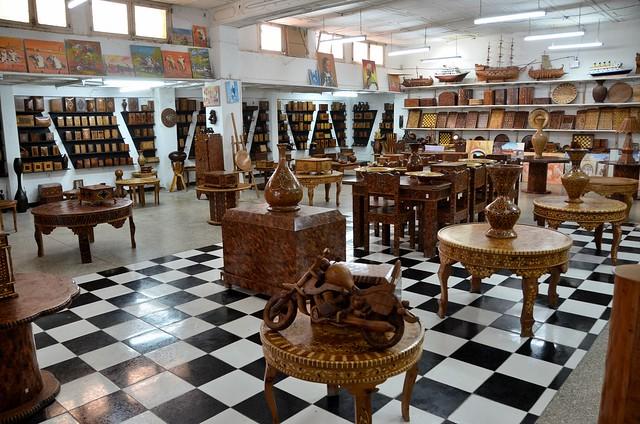 essaouira maroc dans la m dina magasin de meubles d 39 artisanat flickr photo sharing. Black Bedroom Furniture Sets. Home Design Ideas