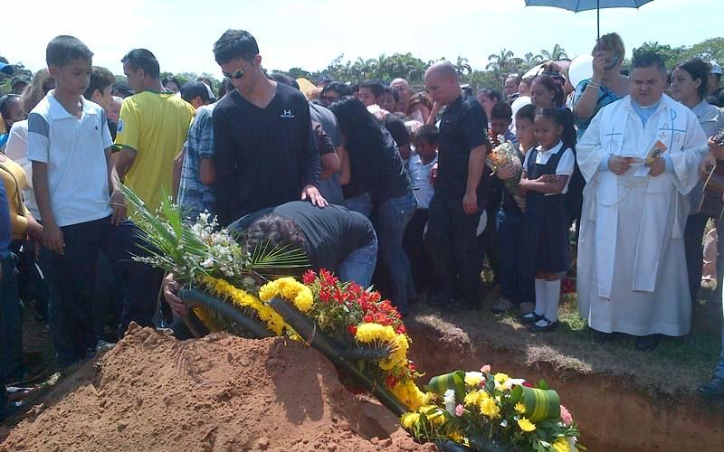 entierro del monaguillo juan jose arrollado pro motorizado ebrio en san francisco