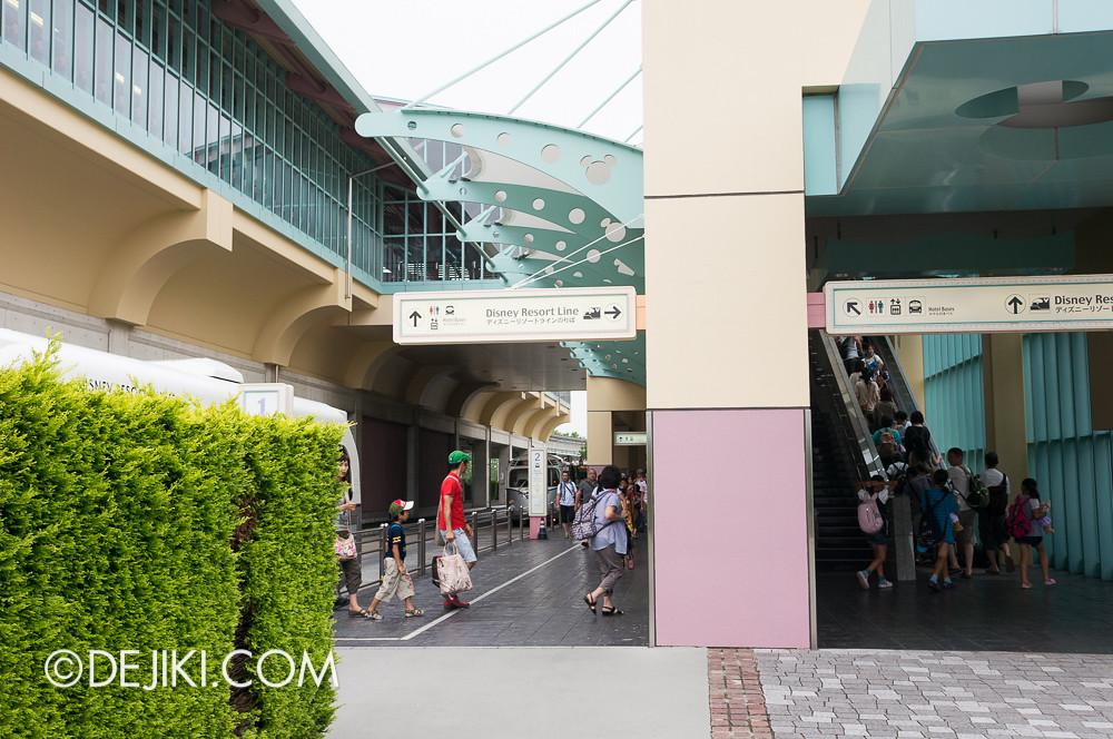 Tokyo Disney Resort - Disney Resort Line Bayside Station Bus stops
