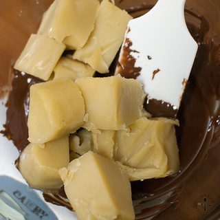 melt choc and mix in lotus paste