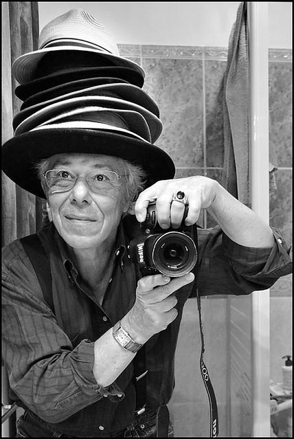Auto portrait aux chapeaux