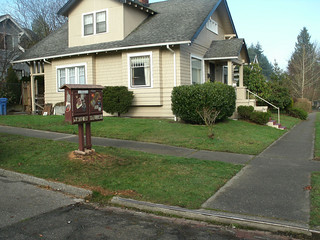 little free library, Tacoma WA (by: Bookus Binder, creative commons)