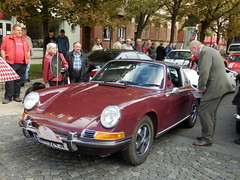 convertible(0.0), supercar(0.0), automobile(1.0), vehicle(1.0), automotive design(1.0), porsche 912(1.0), porsche(1.0), porsche 911 classic(1.0), antique car(1.0), land vehicle(1.0), sports car(1.0),