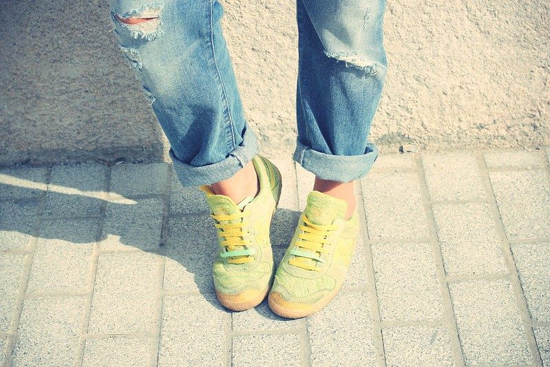Look Boyfriend jeans + Sneakers