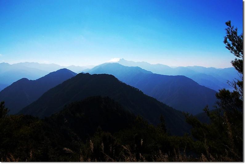 西巒大山頂南望(金子、清水、郡大、玉山等山)