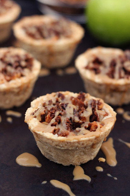 Mini Caramel Apple Pies with Cinnamon Streusel {gluten-free, vegan}