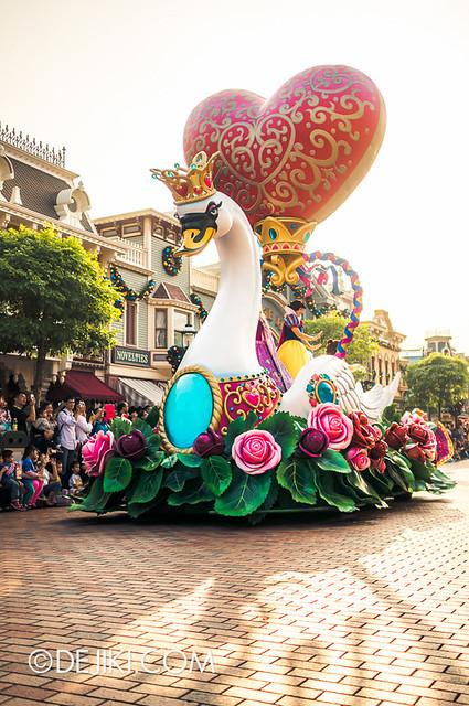 Flights of Fantasy - Princesses Float