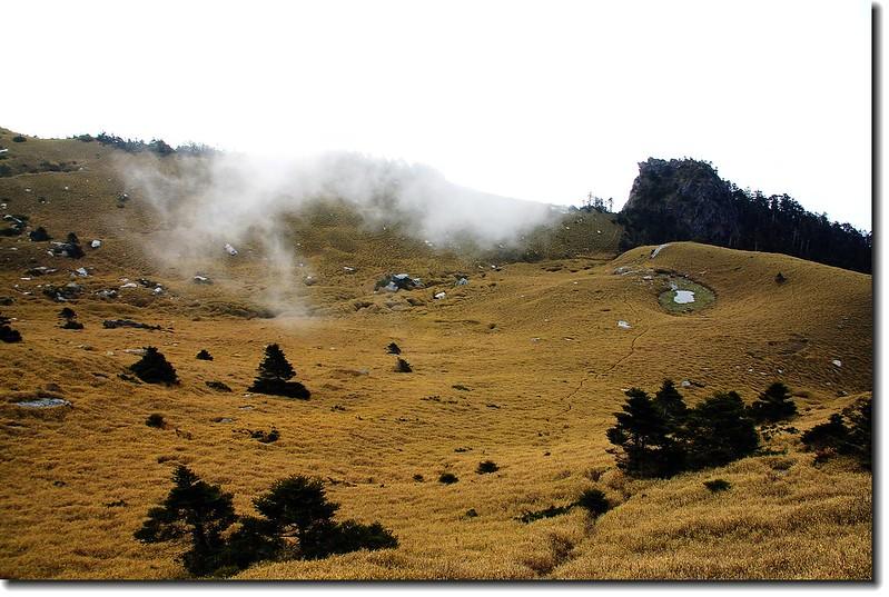 大腳印營地(月形池) 2