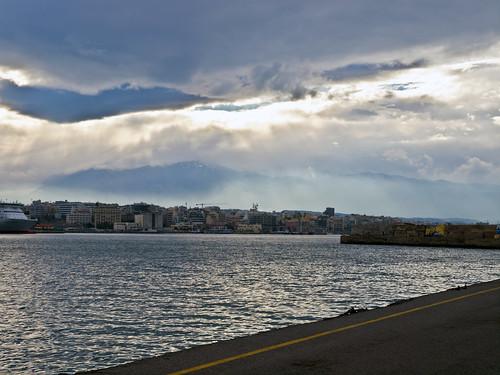 sky storm travelling clouds reisen day harbour kreta himmel wolken greece crete mole sunrays griechenland sonnenstrahlen heraklion venetianharbour idamountains idagebirge olympuse5 schreibtnix venetianischerhafen