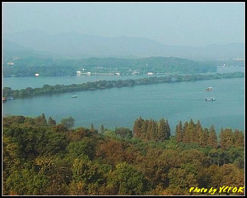 杭州 西湖 (其他景點) - 335 (從西湖十景之 雷峰塔上看 西湖十景之 蘇堤及左面的西裡湖與右面的西湖)