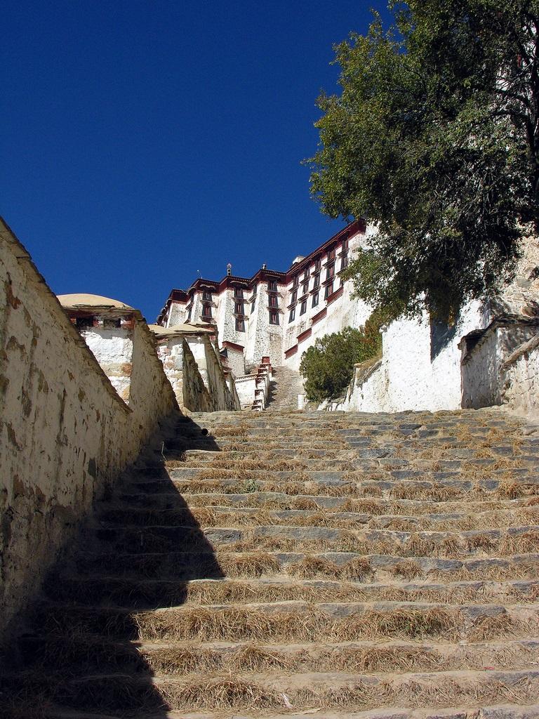 11. Escaleras en el palacio de Potala. Autor, Archer 10