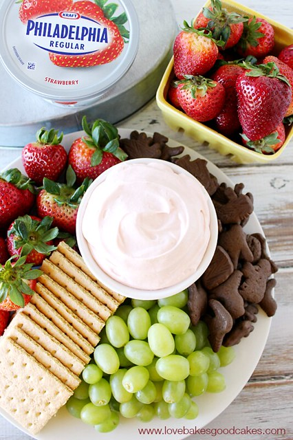 Strawberry Cream Cheese Fruit Dip #SpreadTheFlavor #CollectiveBias #shop