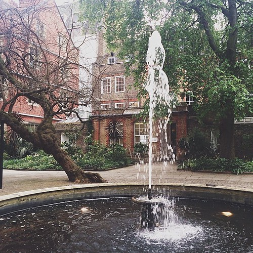 fountain court, temple, london.